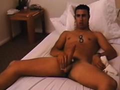 Marine abbronzato si masturba